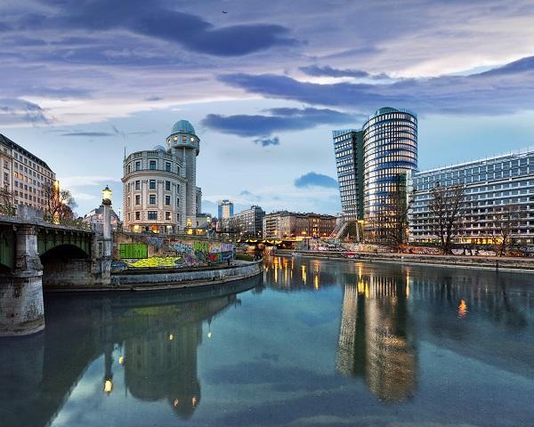 Shutterstock: Wien Stadtansicht - Blick auf die Donau