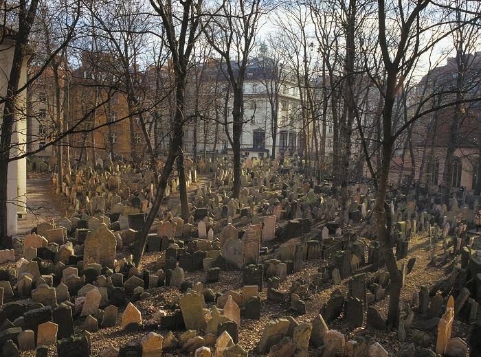 IncoCzech: Jüdischer Friedhof Prag - Blick auf die zahllosen Grabsteine