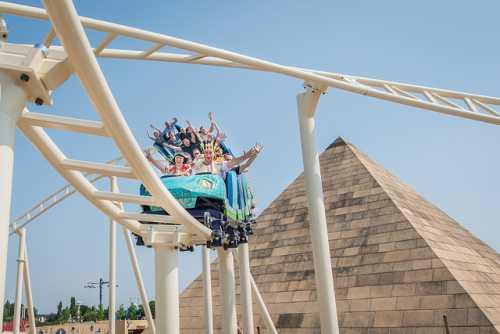 Event Park GmbH & Co. KG BELANTIS, Eric Kemnitz: Cobra vor der Pyramide