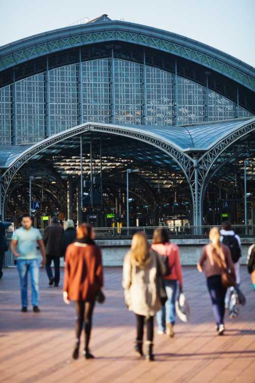 Shutterstock: Kölner Hauptbahnhof