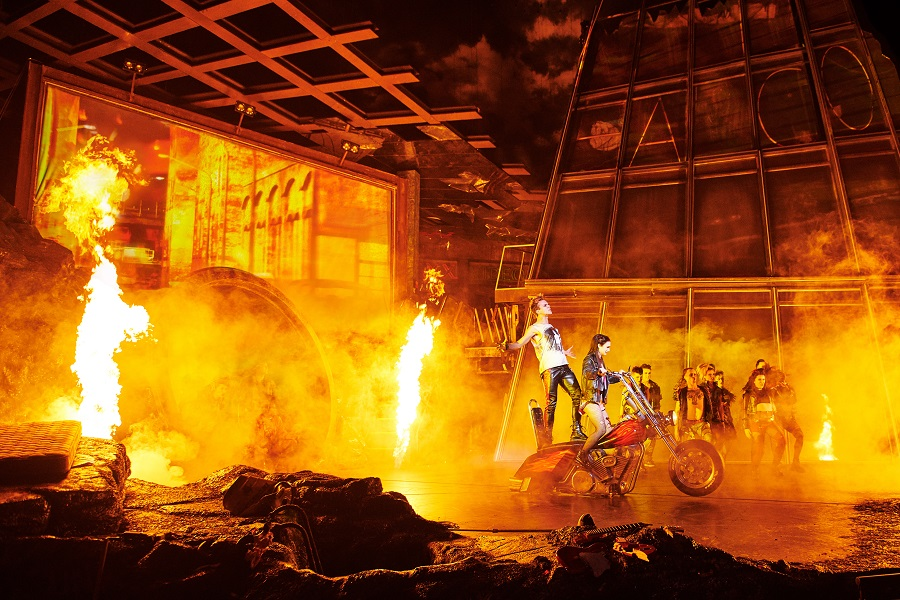 Stage Entertainment Bat Out of Hell Scene Flames Couple on a Motorbike