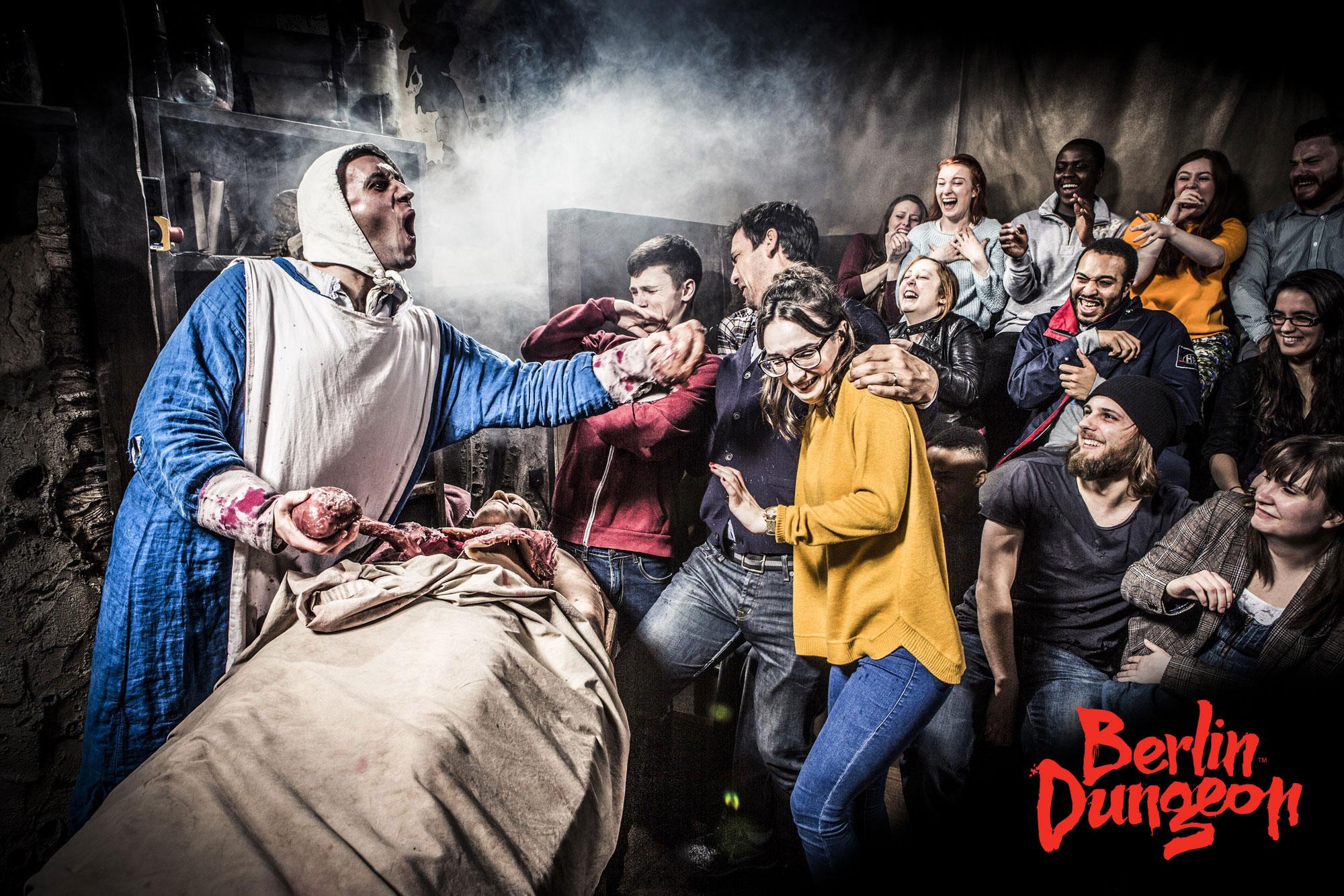 Gruppenausflug und Gruppenticket in Berlin: Merlin Entertainments: Berlin Dungeon Die Peststrasse