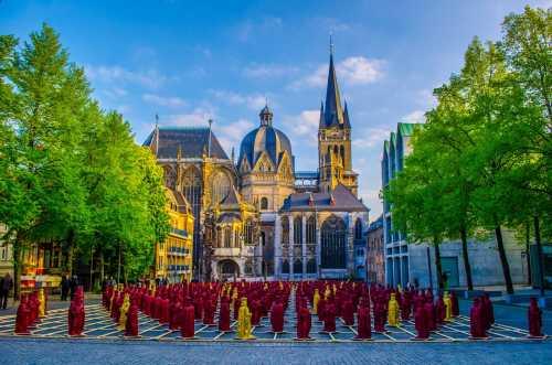 Shutterstock: Aachener Dom in guter Gesellschaft