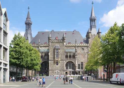 Berthold Werner: Aachen, Rathaus von Süden